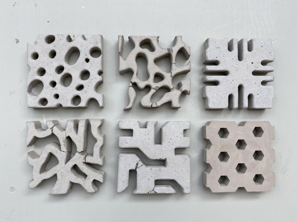Waterpassing circular tiles